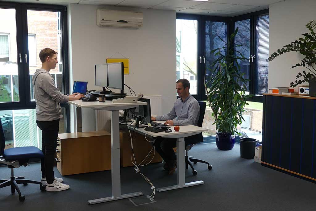 ... du in modern eingerichteten, klimatisierten Büros arbeitest...